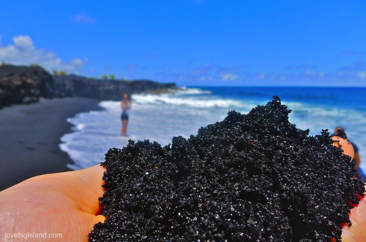 Kaimū black sand beach in Kalapana